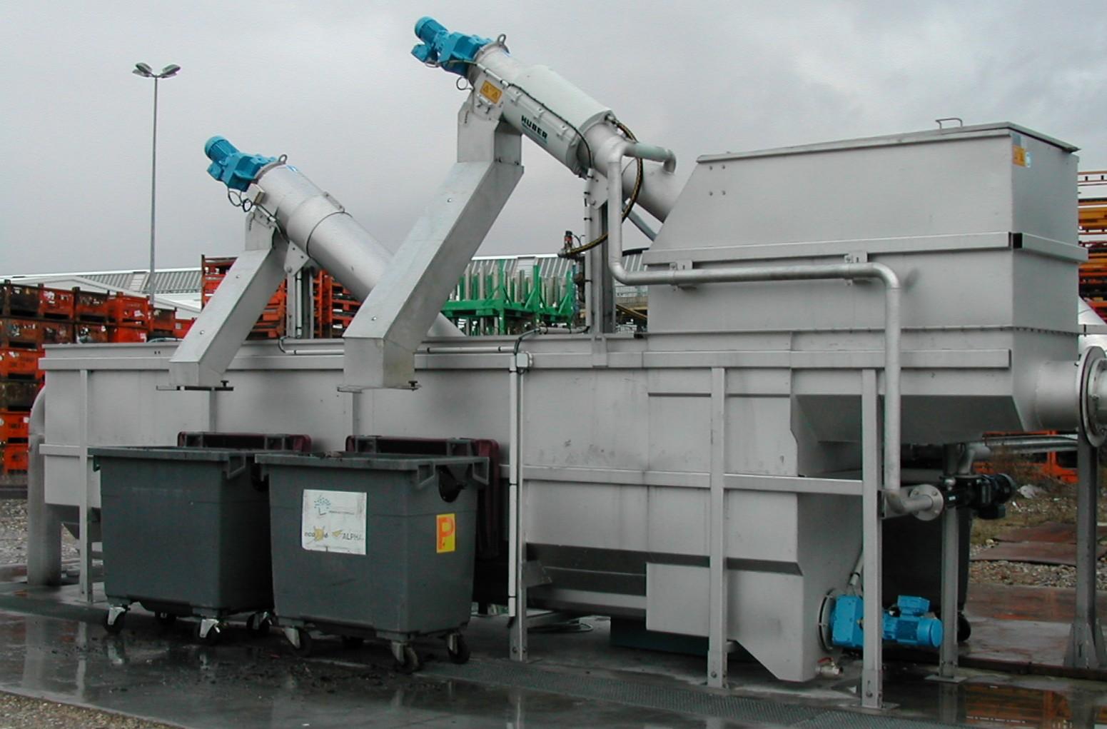 Planta de pretratamiento mecánico de aguas residuales en acero inoxidable con tamiz automatico, desarenador y eliminador de grasa