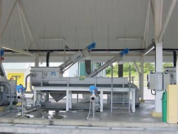 Sistema para recepción, tamizado y desarenado de lodos provenientes de tanques sépticos
