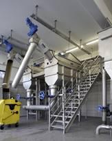 Instalación de dos tamices de tornillo con cesta giratoria en la industria cárnica